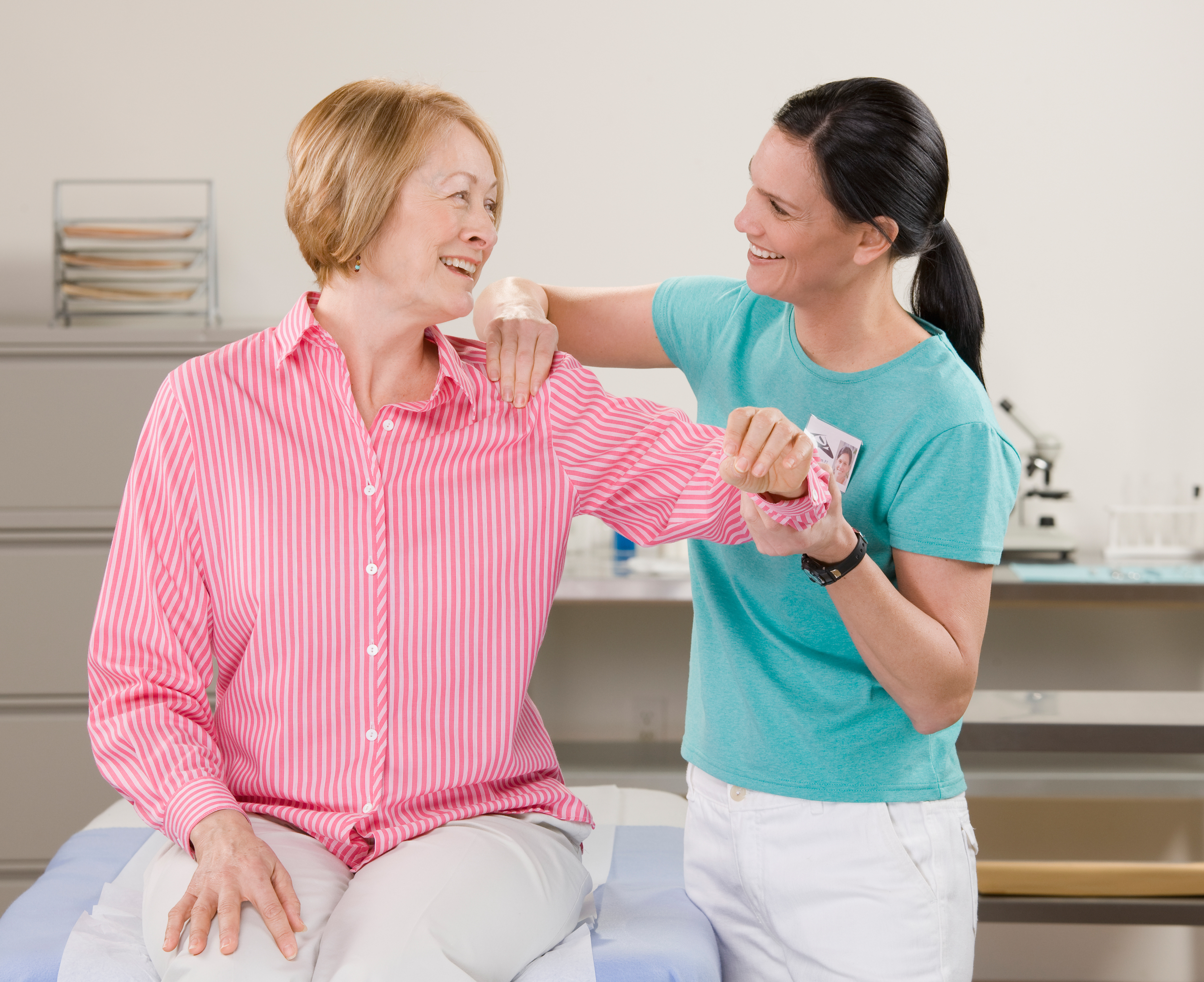 Colorado in job physical therapy - Physical Therapist Checking Senior Woman S Shoulder