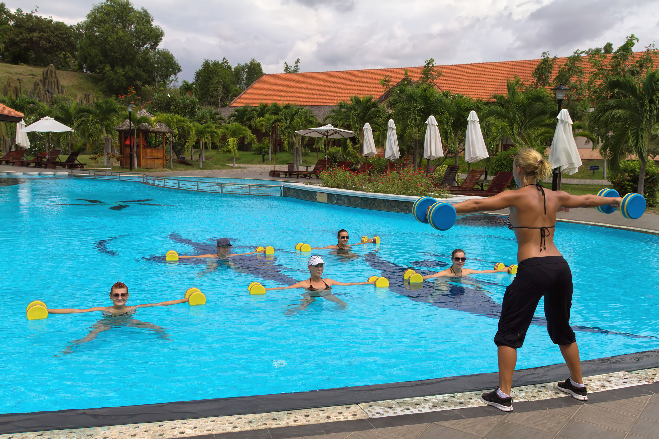 Swimming Pool Exercise : Adult swim benefits of water aerobics